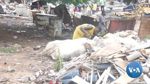 Local Nigerian Recyclers Reduce Solid Waste by Exchanging Trash for Cash