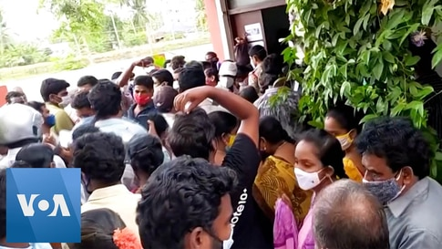 Crowds Flock to Indian Vaccination Center