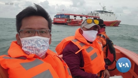Indonesian Diver Volunteers, Treating Airplane Crash Victims as Human and With Respect