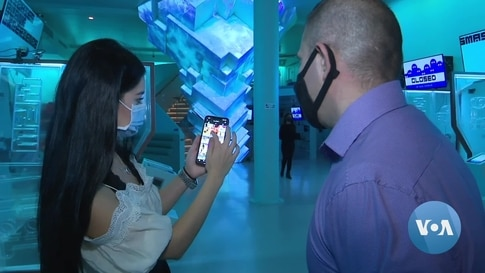 New Yorkers Enjoy Virtual Reality as Pandemic Refuge
