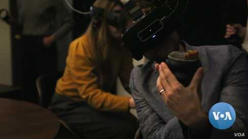 A New Frontier: How to Taste and Eat Food in Virtual Reality