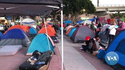 Hundreds of Migrant's Families Still Waiting at US Southern Border
