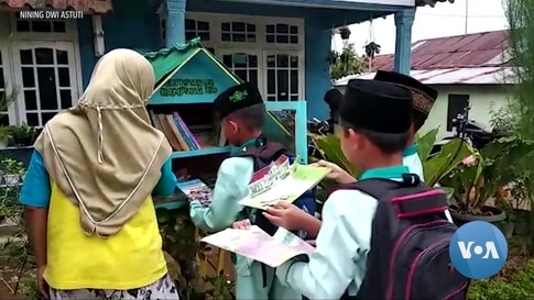 Inspired by US Free Libraries, Indonesian Villagers Build Mini-Learning Hubs