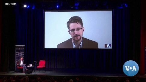 US Whistleblower Snowden says He Wants Russian Citizenship