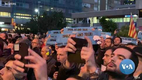 The Future of Protest? Catalans Outwit Spanish Authorities With Phone App