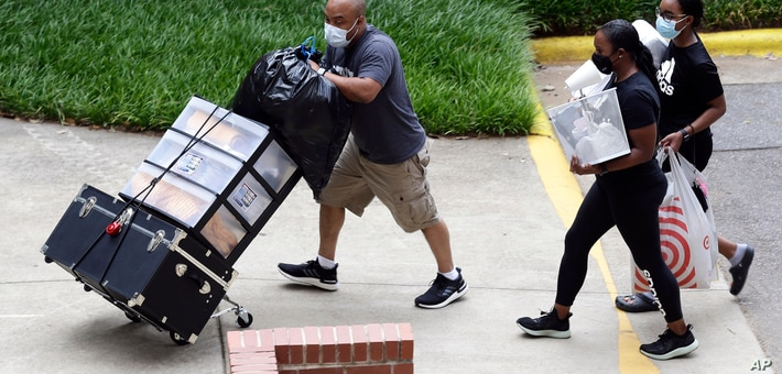 Image of article 'Students Return to Campus Amid Virus Growth in Some States'