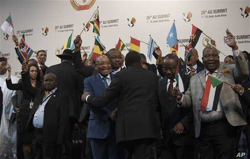 Delegates prepare for photo op at the African Union Summit in Johannesburg, June 14, 2015.