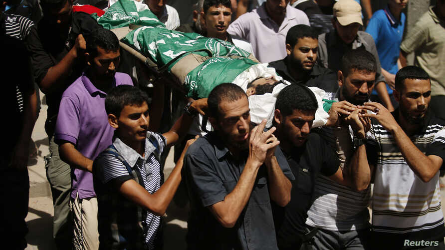 Palestinians carry the body of a Hamas militant, who was killed by an Israeli air strike, during his funeral in Gaza City, Aug. 26, 2014.
