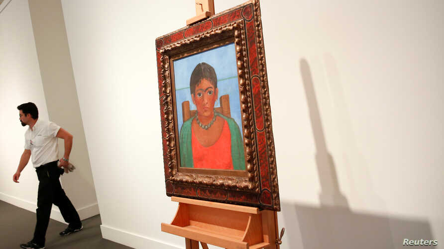Artist Frida Kahlo's painting 'Nina Con Collar' sits on an easel at Sotheby's auction house in New York, Nov.14, 2016.