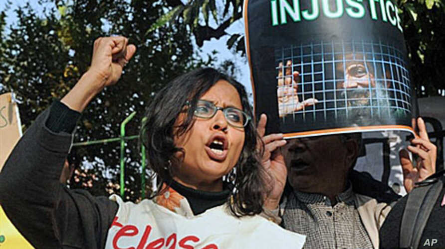 Protesters hold placards as they shout anti-government slogans in New Delhi during a protest against life sentence handed out to a doctor and social activist, Binayak Sen, 27 Dec 2010