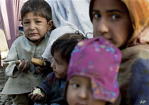 Children from the flood-affected area of Kalam, in Pakistan's Swat Valley, rest in Bahrain, Pakistan as they relocate ahead of the upcoming winter, Nov 1, 2010 (file photo)