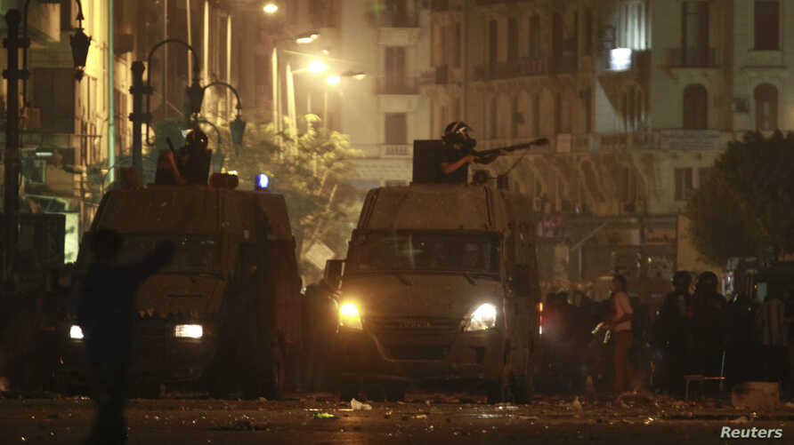 Egyptian riot police fire tear gas towards protesters during clashes in Cairo April 6, 2013.