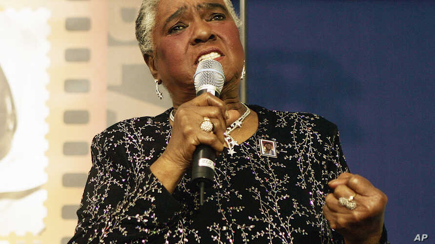 """FILE - In this Jan. 25, 2006 file photo, jazz and blues singer Linda Hopkins performs during a ceremony unveiling a new postage stamp honoring Hattie McDaniel, the first African American to win an Academy Award for her role in """"Gone With the Wind,""""in"""
