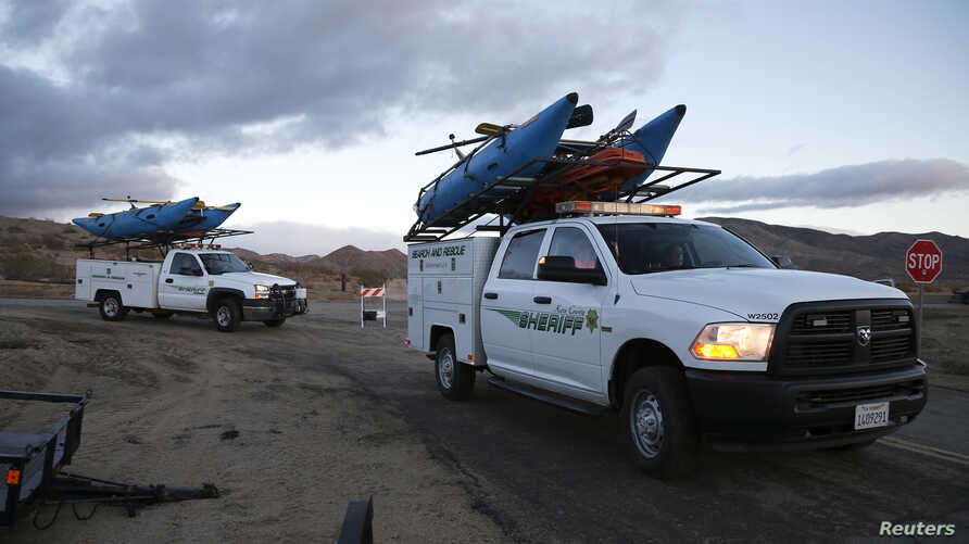 Search and rescue sheriff's vehicles arrive at the crash site of Virgin Galactic's SpaceShipTwo near Cantil, California Nov. 1, 2014.