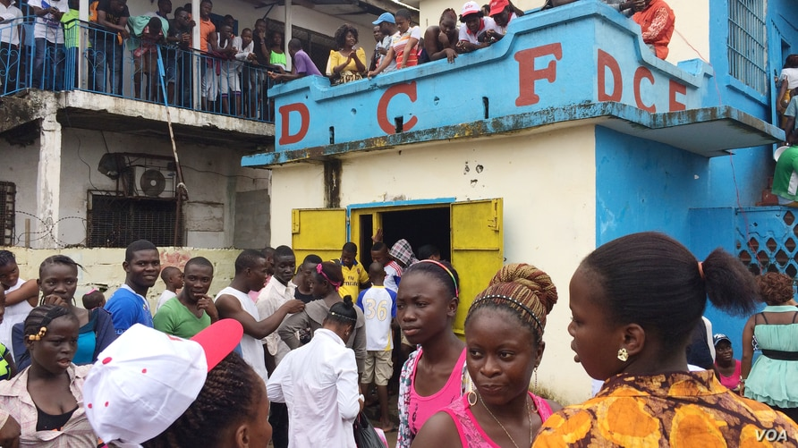 Students who can no longer attend schools and universities because the government temporarily closed them due to Ebola, take to the streets to protest, at NGO headquarters, Monrovia, Liberia, Sept. 29, 2014. (Benno Muchler/VOA)