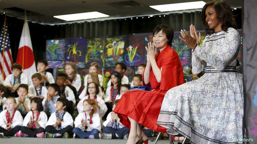 U.S. First Lady Michelle Obama (R) and Akie Abe, wife of Japanese Prime Minister Shinzo Abe, visit Great Falls Elementary School in Great Falls, Virginia, April 28, 2015.