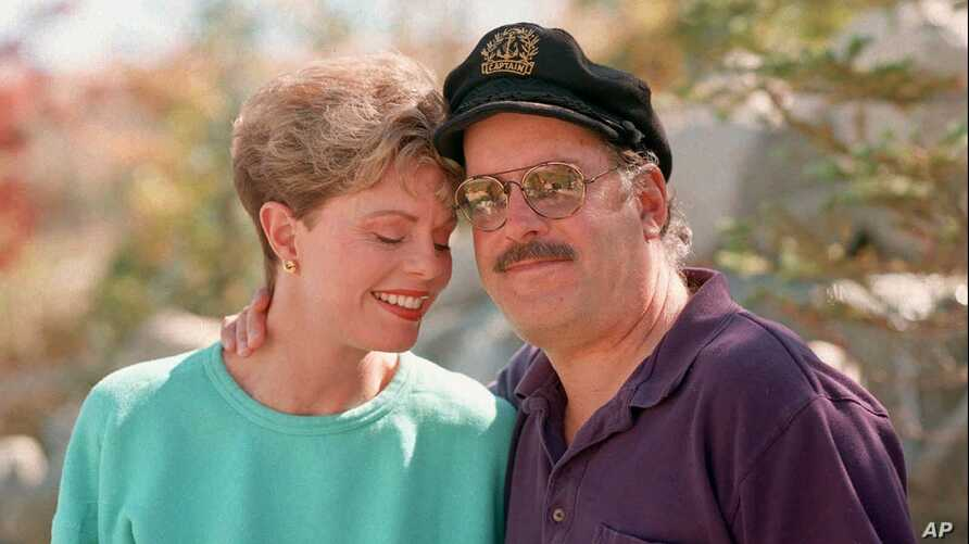 FILE - Toni Tennille and Daryl Dragon, the singing duo known as the Captain and Tennille, are pictured at their home in Washoe Valley, south of Reno, Nev., Oct. 25, 1995.  Dragon died Jan. 2, 2019,  in at a hospice in Prescott, Ariz. A spokesman said