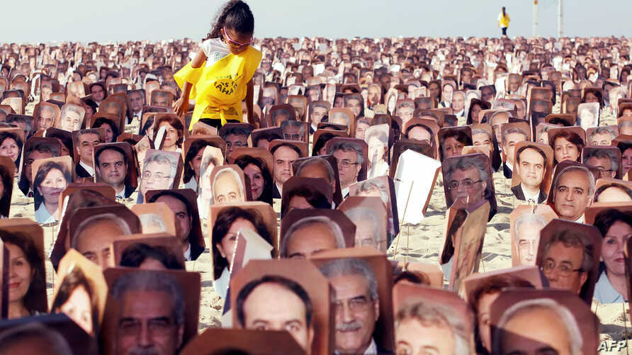 Members of the Baha'i religion demonstrate in Rio de Janeiro, June 19, 2011, asking Iranian authorities to release seven Baha'i prisoners accused of spying for Israel and sentenced to 20 years in jail.
