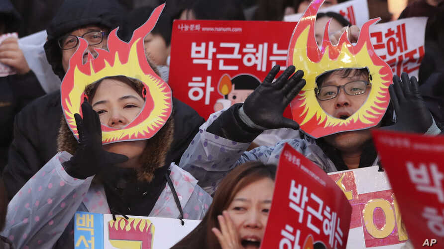 South Korean protesters shout slogans during a rally calling for South Korean President Park Geun-hye to step down in Seoul, South Korea, Nov. 26, 2016.