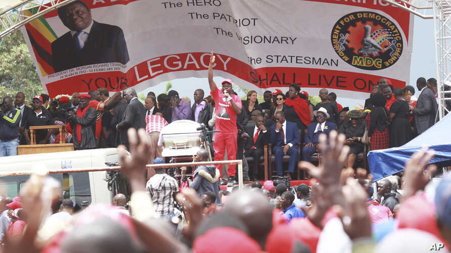 Zimbabwean Movement for Democratic Change supporters gather to pay their last respects during the burial of former leader Morgan Tsvangirai in Buhera, Zimbabwe, about 200 kilometers southeast of Harare, Feb, 20, 2018.