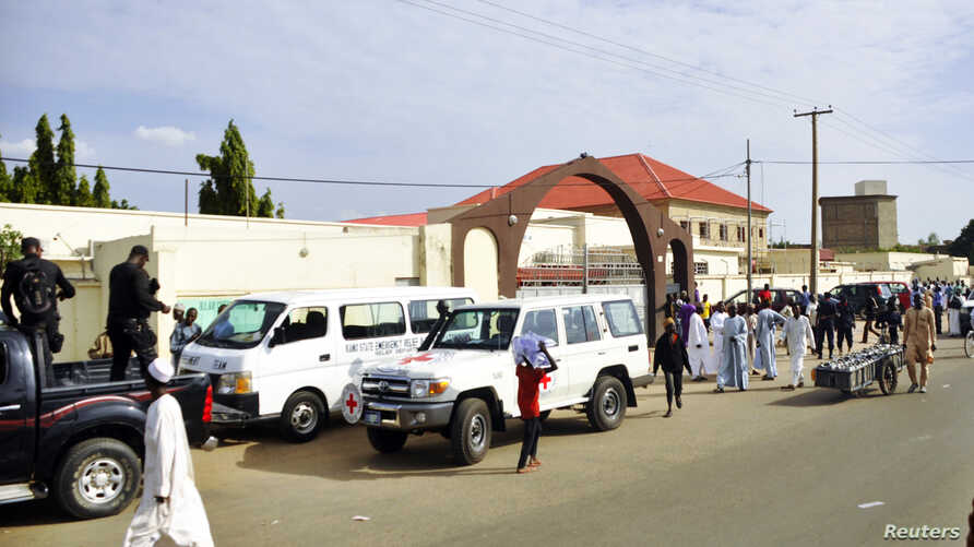 Ambulances and security officers arrive at the Murtala Muhammad hospital after a suicide bomb attack in Kano, northern Nigeria, July 30, 2014.