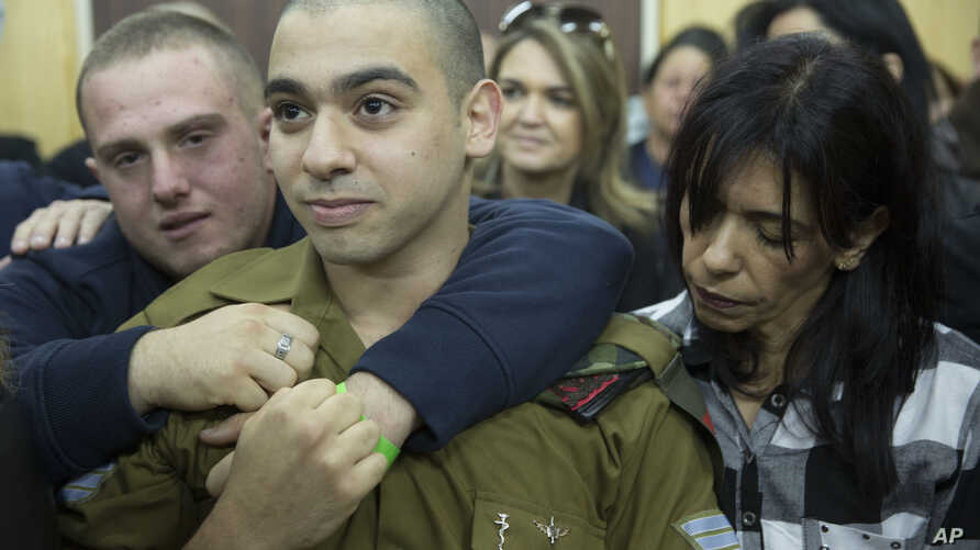 Israeli solider Sgt. Elor Azaria waits with his parents for the verdict inside the military court in Tel Aviv, Israel on Jan. 4, 2017.