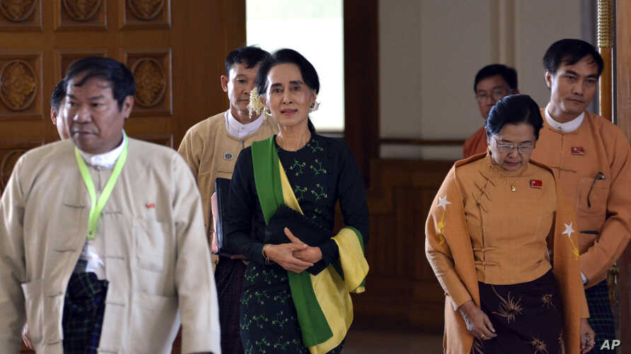 Pro-democracy leader Aung San Suu Kyi, center, walks along with lawmakers of her National League for Democracy (NLD) party to attend the inauguration session of Union Parliament, Feb. 8, 2016, in Naypyitaw, Myanmar.