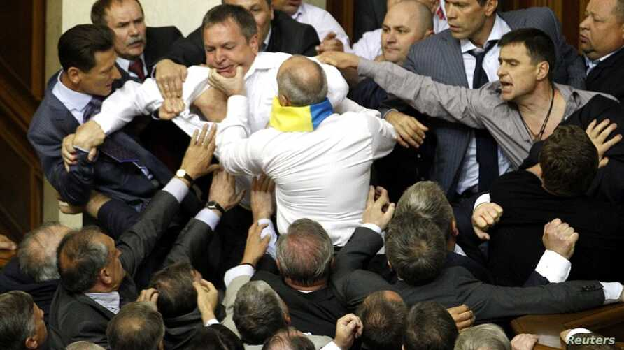 Deputies scuffle during a session in the chamber of the Ukrainian parliament in Kiev May 24, 2012.