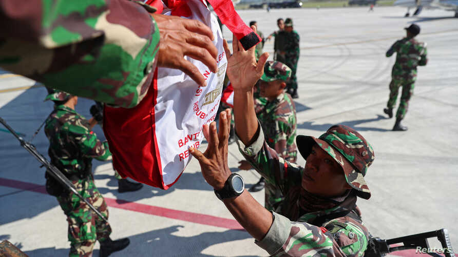 Soldiers unload relief supplies from a military aircraft for earthquake and tsunami victims at Mutiara Sis Al Jufri Airport in Palu, central Sulawesi, Indonesia, Oct. 3, 2018.