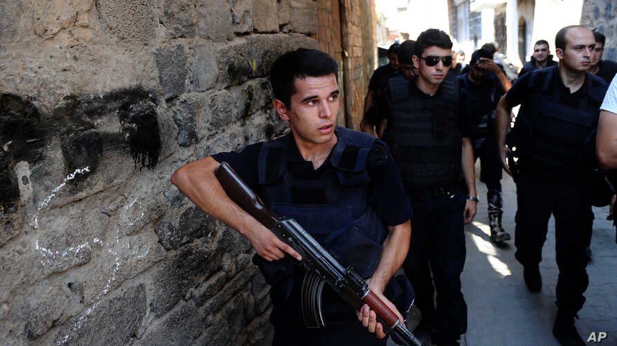 Turkish police officers conduct a security operation in Diyarbakir, southeastern Turkey, Aug. 15, 2015.