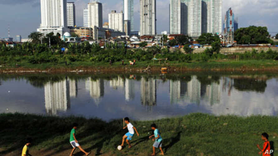 Children play soccer along a river bank in Jakarta. Indonesia's gross domestic product (GDP) in the first quarter of 2011 is seen growing by 6.6 percent from a year ago and 1.8 percent from the previous quarter, May 4, 2011