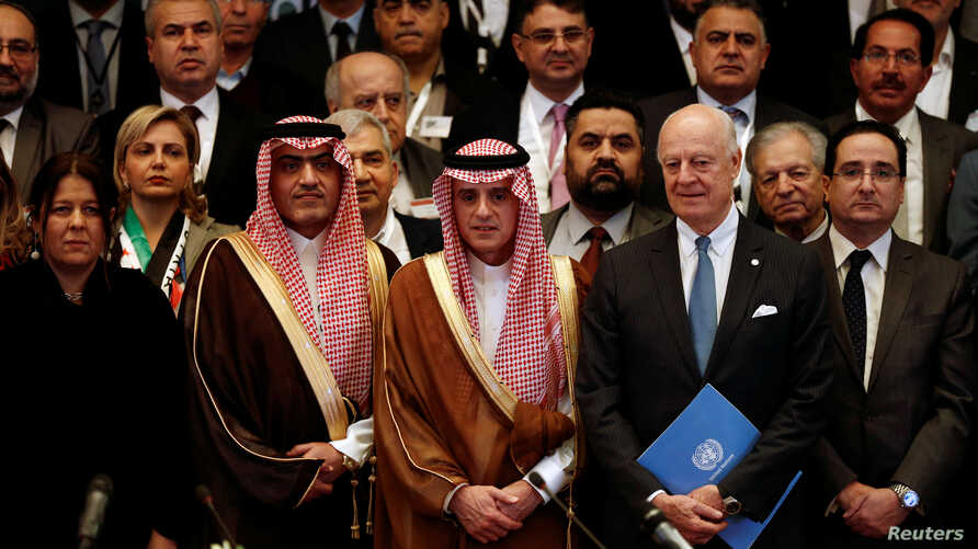 Saudi Foreign Minister Adel al-Jubeir, center, poses for a group photo during a Syrian opposition meeting in Riyadh, Saudi Arabia, Nov. 22, 2017.