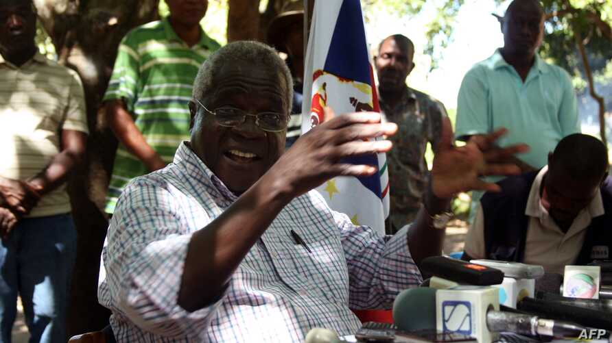 Rebel leader of former Mozambican rebel movement Renamo turned opposition party chief, Afonso Dhlakama, gives a press conference, April 10, 2013, in Gorongosa's mountains, Mozambique.