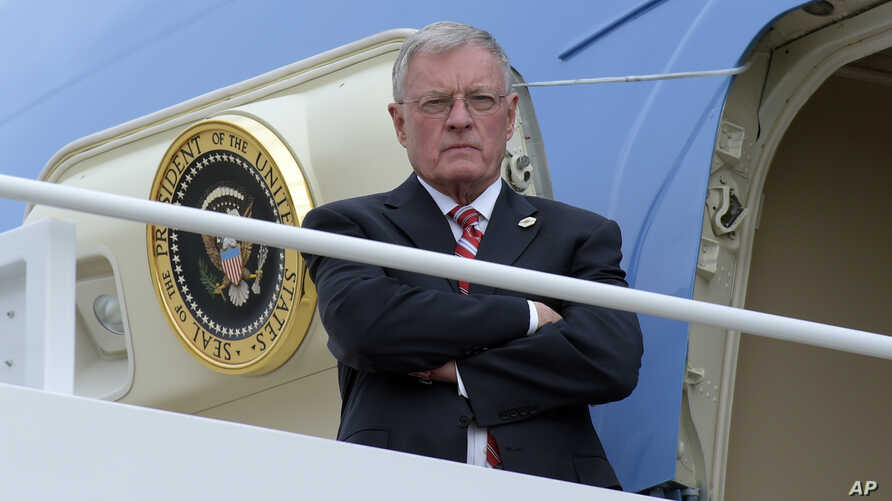 Acting National Security Adviser Keith Kellogg waits for the arrival of President Donald Trump at the top of the steps of Air Force One at Andrews Air Force Base in Md., Feb. 17, 2017.