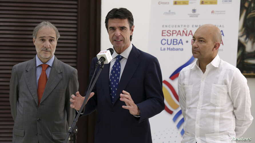 (L to R) Spain's ambassador to Cuba Francisco Montalban, Spain's Minister of Industry, Energy and Tourism Jose Manuel Soria and Spanish Secretary of State for Commerce Jaime Garcia-Legaz attend a news conference in Havana, July 7, 2015.