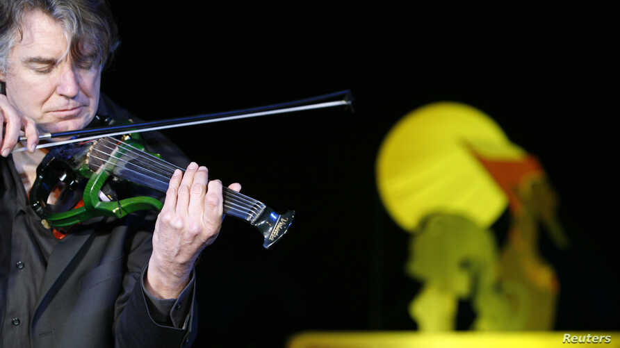 FILE - Didier Lockwood, the composer for 'The Princess of the Sun', an animated French-Belgium cartoon about Tutankhamun's reign plays the violin before the world premiere of the film held at the pyramids in Giza, March 13 2007.