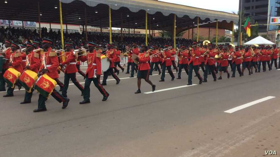 A marching band participates in the National Day celebration in Yaounde, Cameroon, May 20, 2016. (M. Kindzeka/VOA)