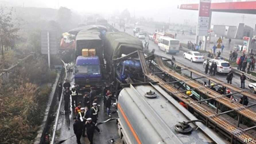 Chinese police block off the area after a pile up involving over 100 vehicles on a fog shrouded highway in Zunyi, southwest Guizhou province, 27 Dec 2010.