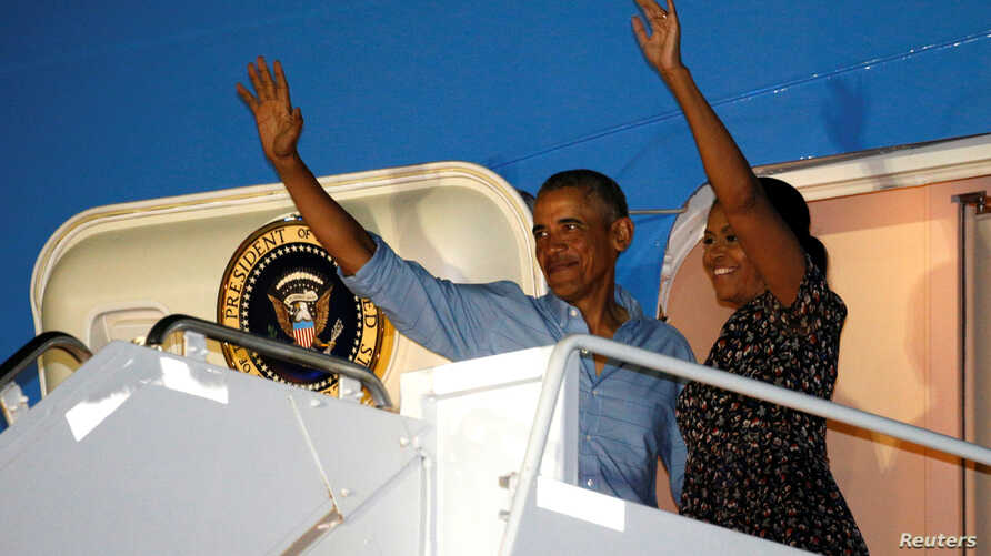 US President Barack Obama and first lady Michelle Obama depart Joint Base Pearl Harbor-Hickam upon the conclusion of their vacation on Oahu in Hawaii, US, Jan. 1, 2017.