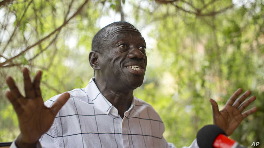 Opposition leader and presidential candidate Kizza Besigye speaks to the media while under continued house arrest, at his home in Kasangati, outside the capital Kampala, in Uganda, Feb. 21, 2016.