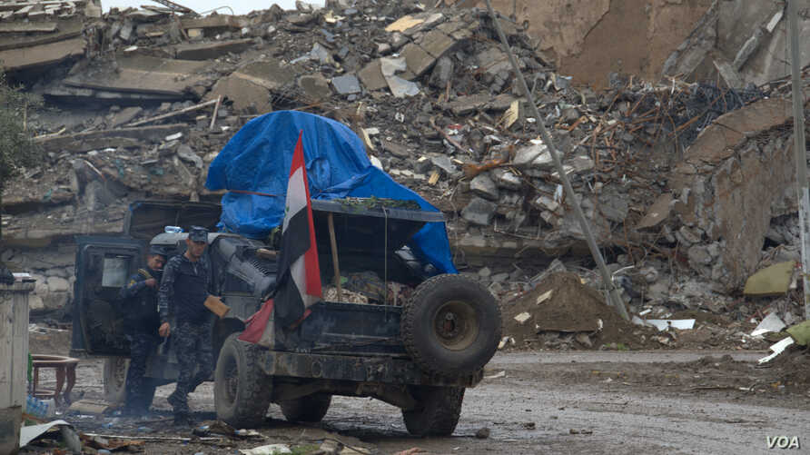 Iraqi forces on the frontlines say as they come closer to winning Mosul, the fighting becomes more dangerous and civilian populations increasingly dense, in Mosul, Iraq, March 29, 2017. (H. Murdock/VOA)