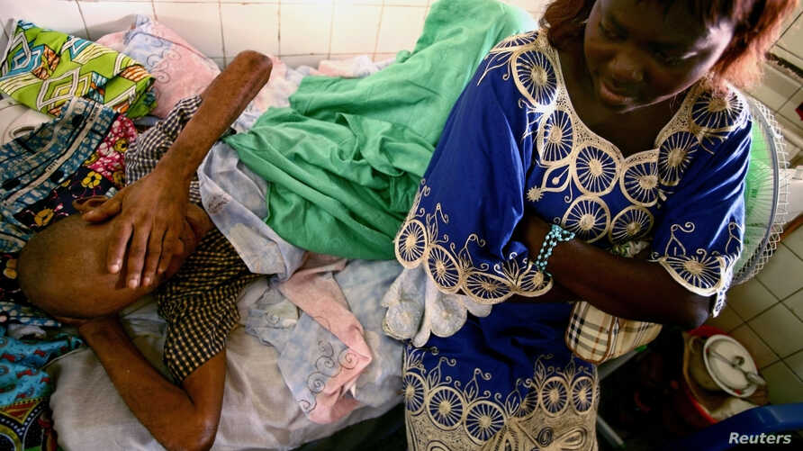Jonas Lukano, 60, who is has diabetes, is watched over by his sister at the state general hospital in Congo's capital of Kinshasa. (file photo)