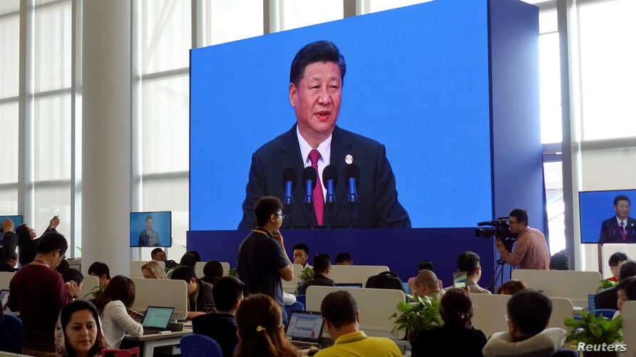 Reporters at media centre of Boao Forum for Asia watch Chinese President Xi Jinping delivering his speech at the annual forum, in Boao, in the southern Chinese province of Hainan, Apr. 10, 2018.