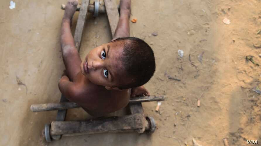 One NGO source estimates around 150 Rohingya children have made the journey from Myanmar to Bangladesh unaccompanied. (J. Owens/VOA)