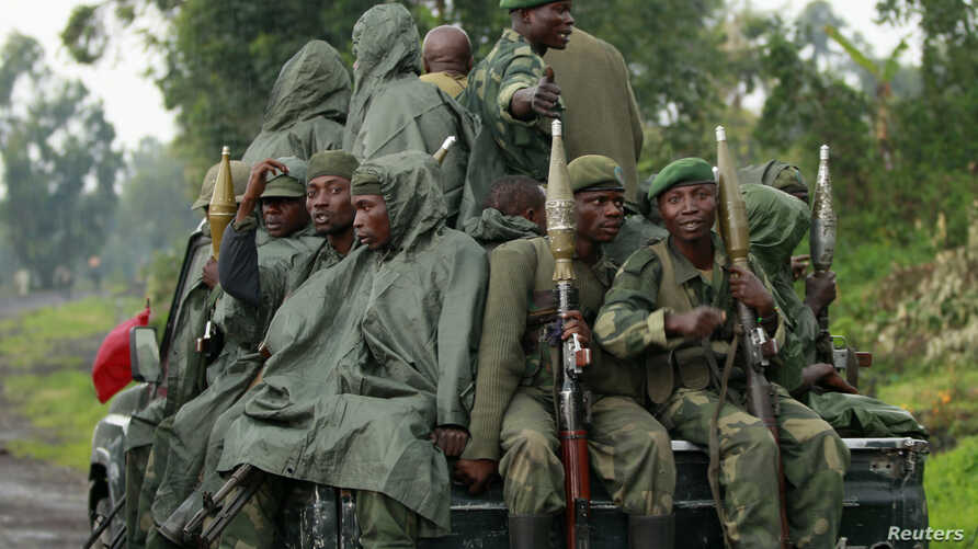 Congolese armed forces (FARDC) soldiers ride on their pick-up truck as they advance to a new position while battling M23 rebels in Kibati near Goma, in the eastern Democratic Republic of Congo, Sept. 2, 2013.