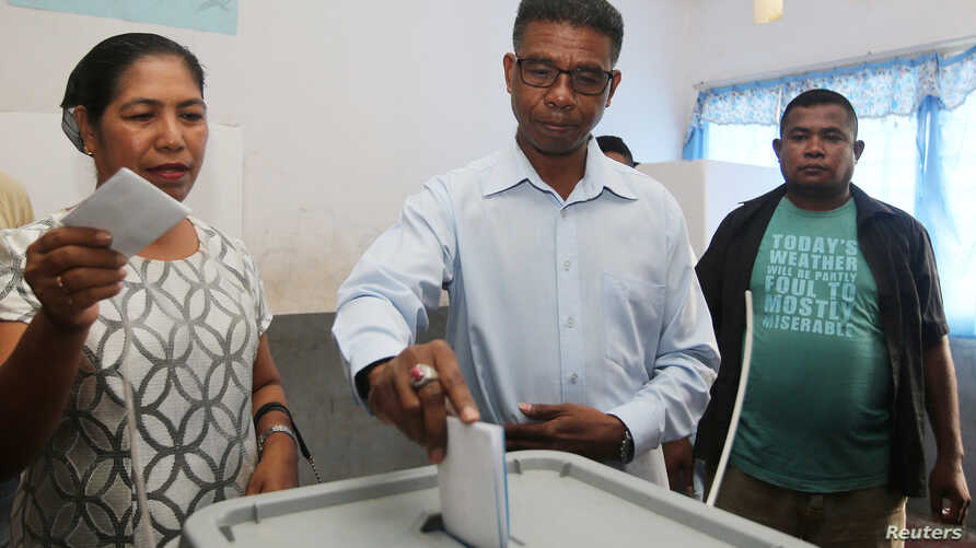 East Timor presidential candidate Antonio da Conceicao from the Democratic Party casts his ballot during the presidential election at a polling station in Dili, East Timor, March 20, 2017.