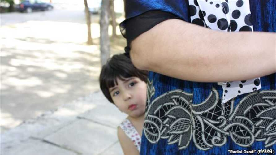 As many Tajik children lose both their parents to labor migration, this is placing an increasing burden on other family members left behind to look after them. (File Photo) (RFE/RL - R. Odozi)