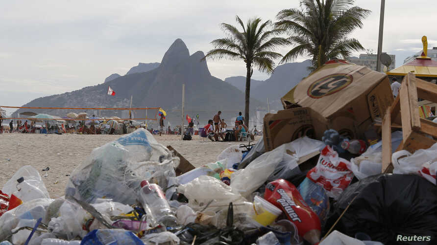 Garbage is seen on Ipanema beach in Rio de Janeiro, March 5, 2014.