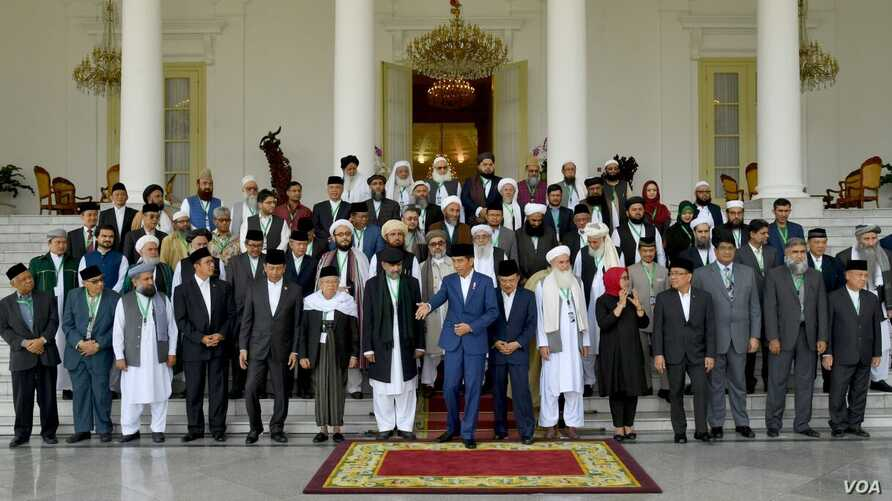 Indonesian President Joko Widodo is pictured with religious scholars from Afghanistan, Pakistan and Indonesia at Bogor, Indonesia, May 11, 2018. The man to his left with black cap and coat is Dr. Qibla Ayaz, chairman of the Pakistan Council of Islami