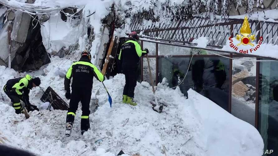 Italian firefighters search for survivors after an avalanche buried a hotel near Farindola, central Italy, Jan. 19, 2017.